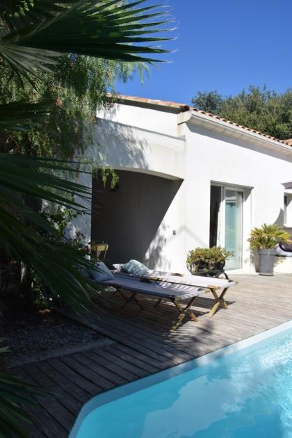 villa-madeleine-provence-sanary-piscine-terrasse